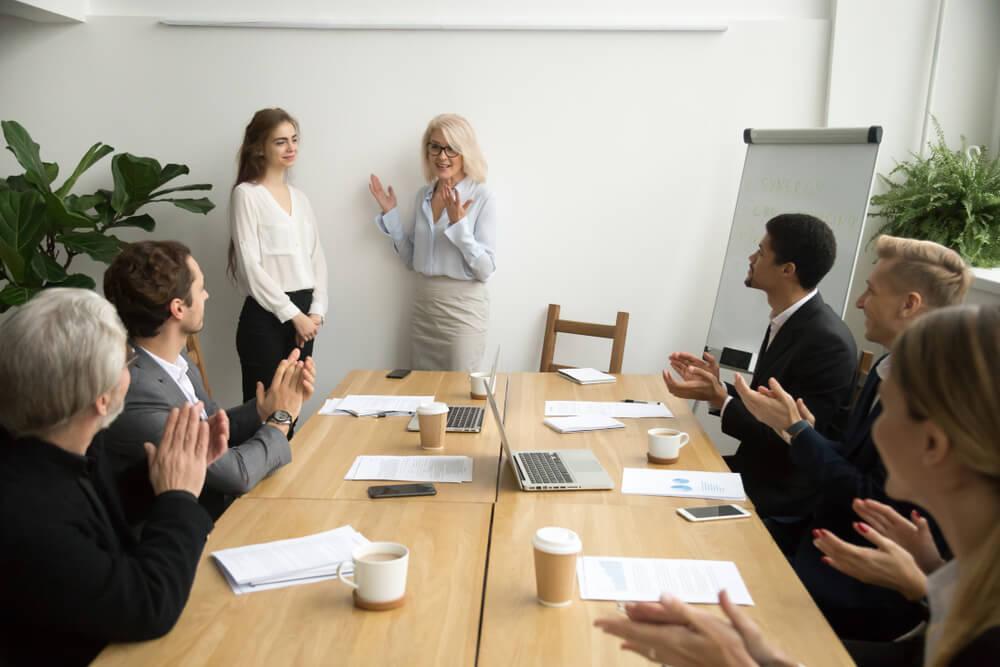 قوانینی که هنگام برگزاری جلسات کاری باید به آنها توجه کنید